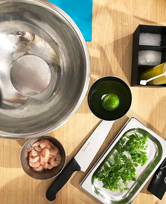 foto di una ciotola con pecorino grattugiato e pepe
