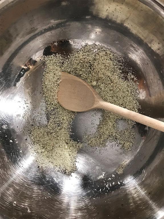 foto di una ciotola con pecorino