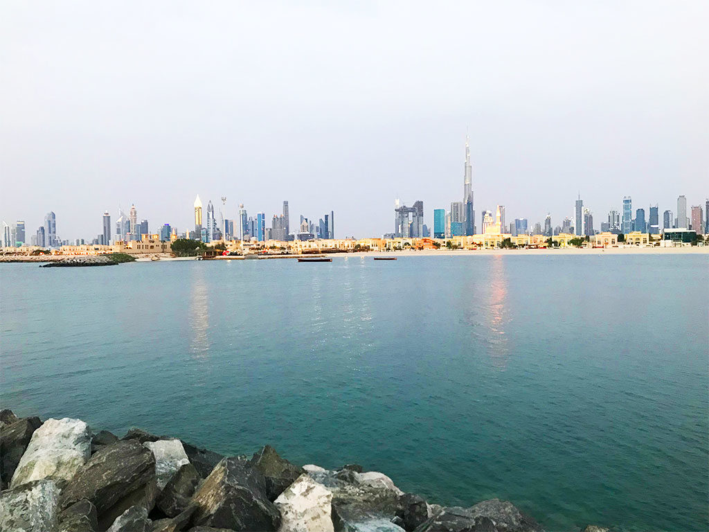 skyline di Dubai downtown visto dal mare