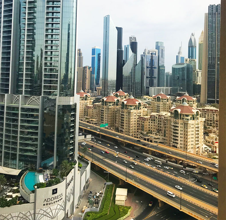 foto delle strade di Dubai con i grattacieli v