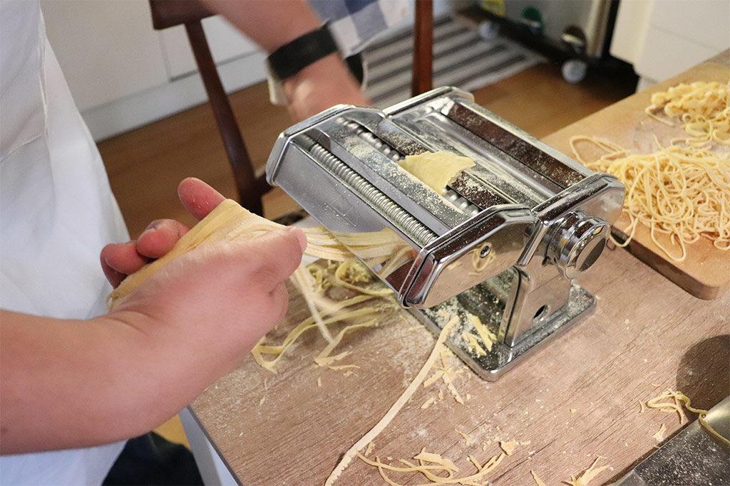 foto della macchina per stendere la pasta