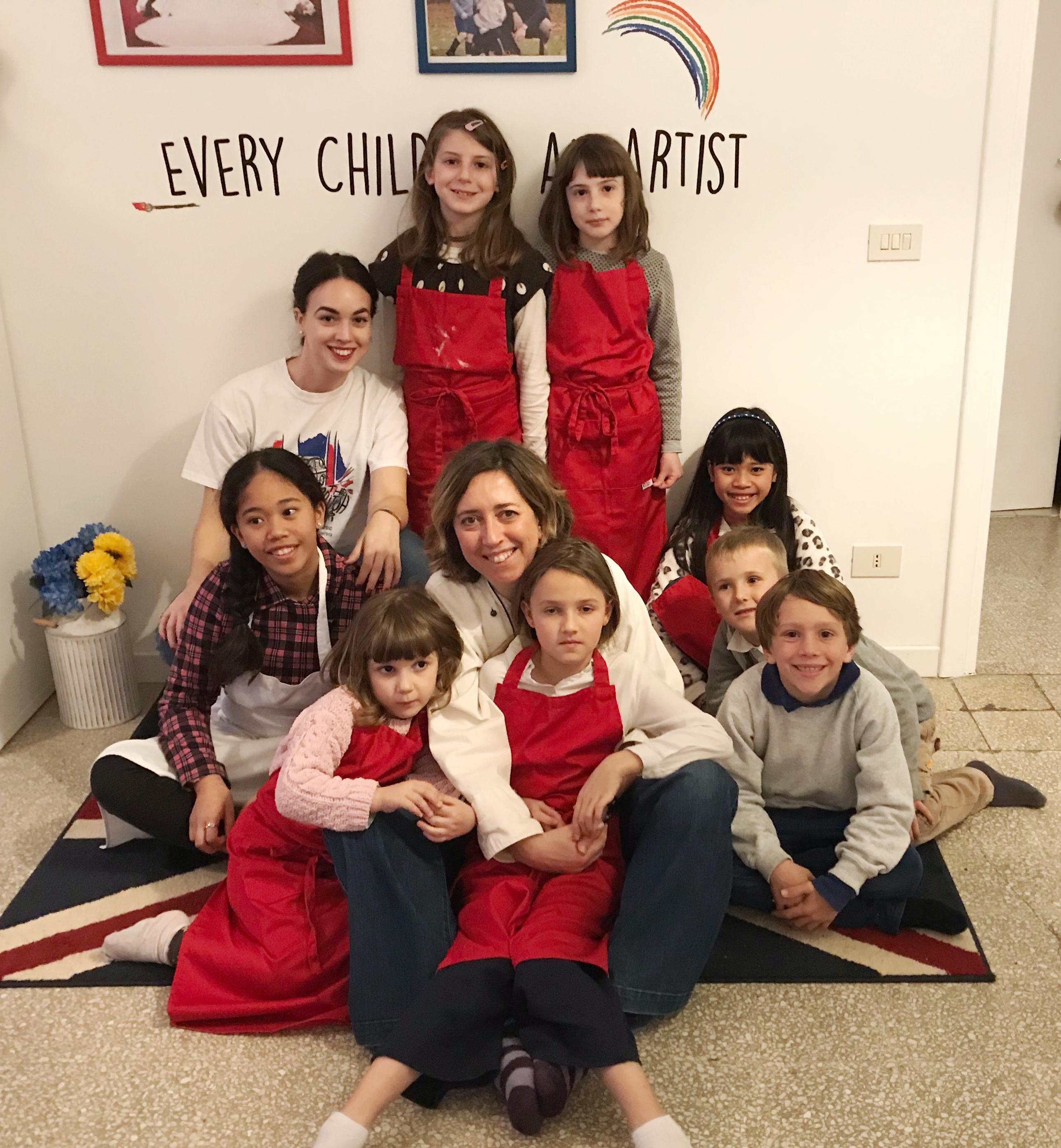foto di gruppo di bambini con le chef clochard