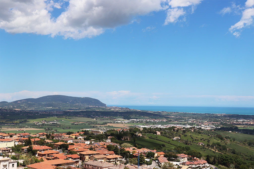 Foto della vista della costa del Conero e del mare