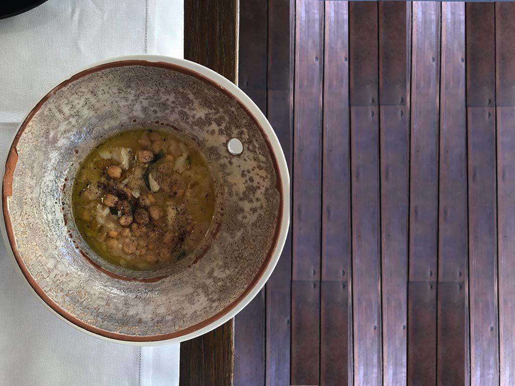 foto di un piatto di Zuppa di ceci e baccalà