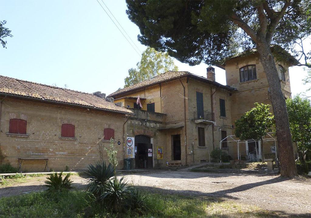 foto del casale della torre nel parco dell'aguzzano
