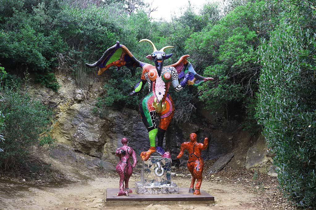 foto della scultura il diavolo al giardino dei tarocchi
