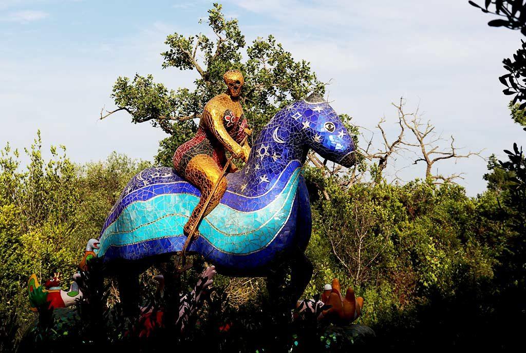 foto della scultura La morte al giardino dei tarocchi
