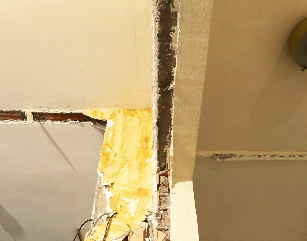 foto di un tramezzo attestato su un pilastro