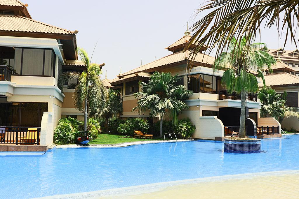 complesso di ville affacciate direttamente sulla piscina del resort