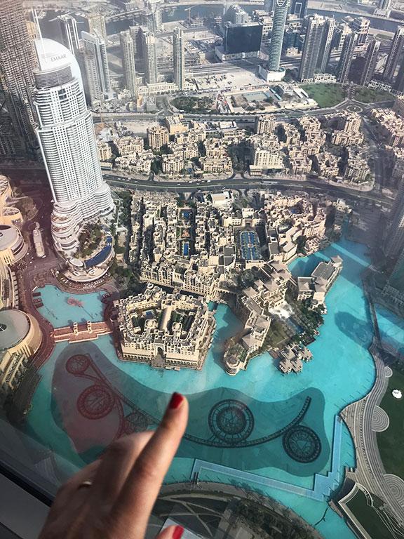 vista delle piscine di Dubai Mall dal Burj Khalifa