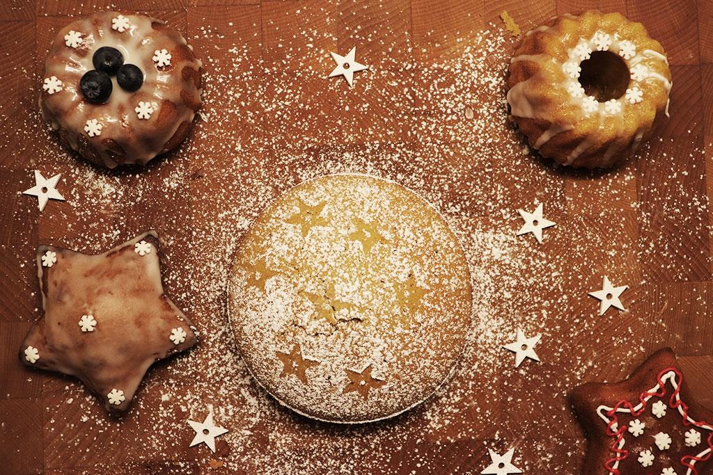 foto delle mini bundt cake con zucchero a velo