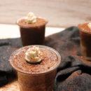 foto dei bicchierini cupcake al cioccolato e pere