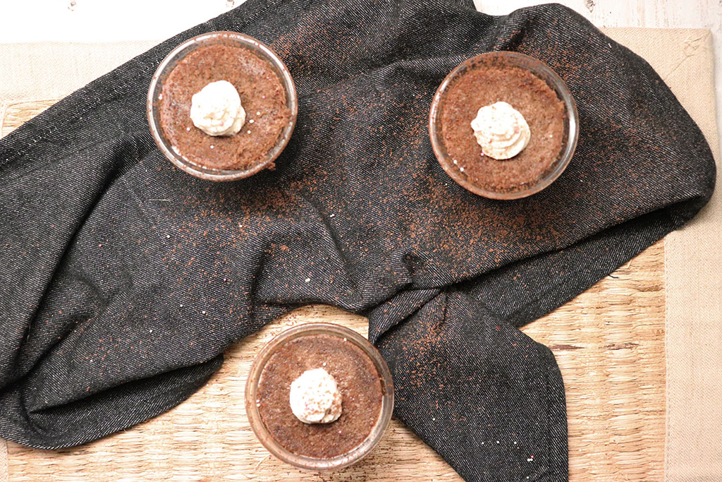 foto dei cupcake al cioccolato e pere appena cotti