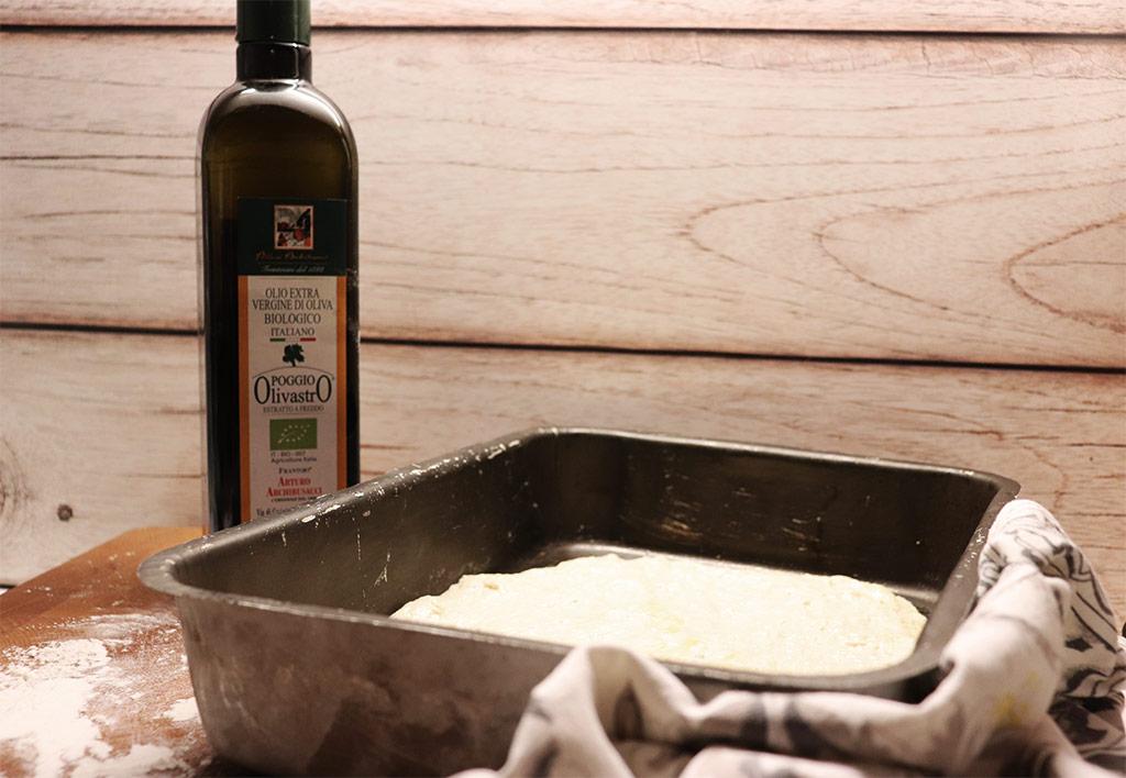 foto dell'impasto per la pizza bianca del bonci nella teglia
