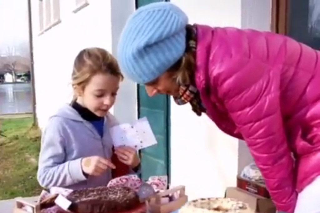 foto di le chef clochard con una bambina
