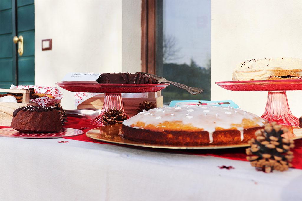 foto del tavolo con le torte