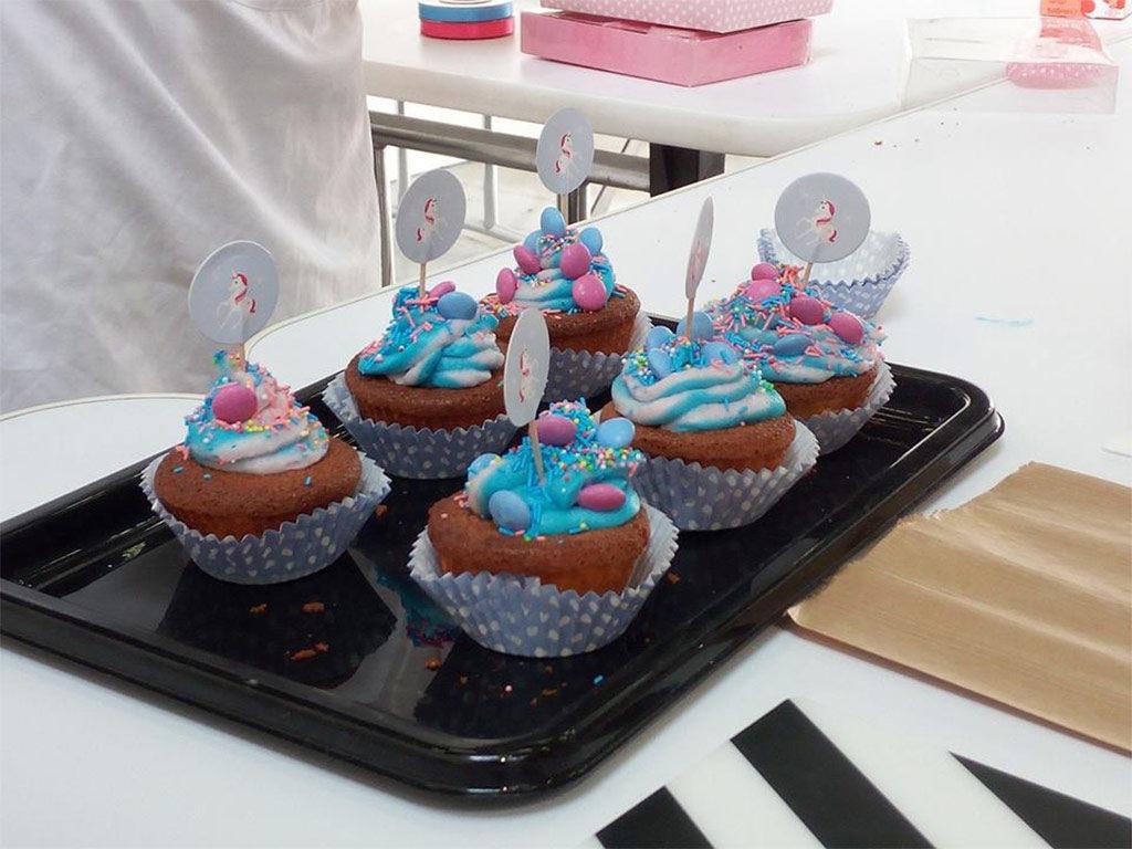 foto dei cupcake con crema al burro colorata