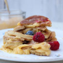 layer pancake con crema e frutti di bosco