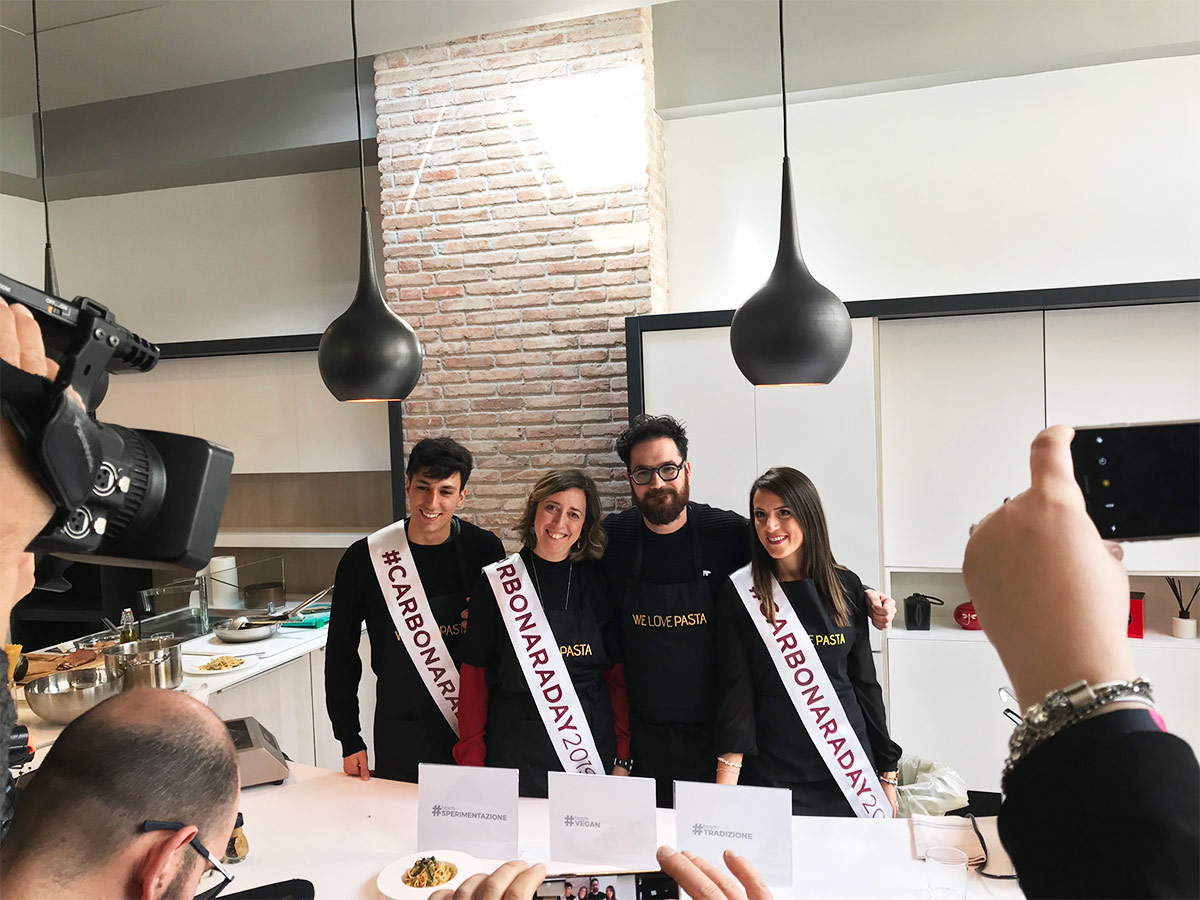 Luciano Monosilio con i vincitori del carbonara challenge 2019