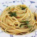 foto di un nido di spaghetti conditi con colatura di alici