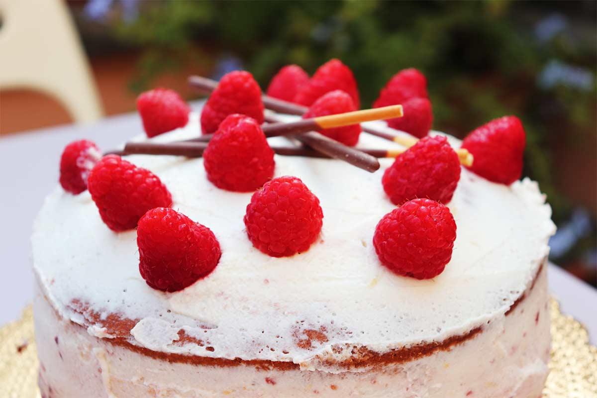 layer cake al mascarpone e lamponi